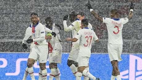 Comemoração de uns dos gols do PSG na vitória sobre o Bayern de Munique na Liga dos Campeões (Foto: AFP)