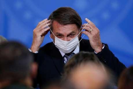 Jair Bolsonaro segue ignorando o colapso da saúde