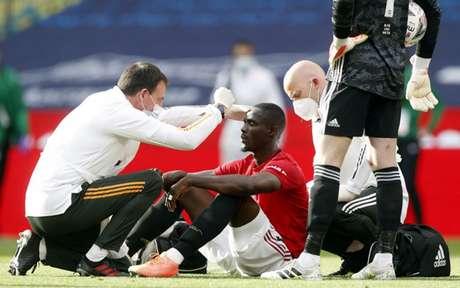 Bailly tem sofrido com lesões na Inglaterra (Foto: ALASTAIR GRANT / POOL / AFP)