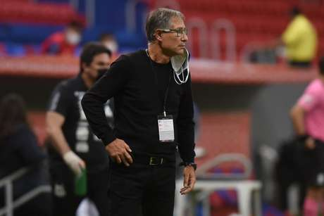 Ariel Holan analisou a partida do Santos