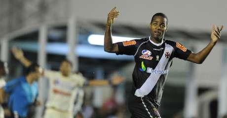 Dedé teve passagem pelo Vasco marcada por grandes atuações e gols (Reprodução)