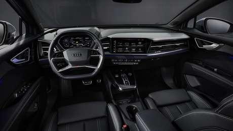 Interior do Audi Q4 e-tron foi revelado em março e traz novo volante de quatro raios e central multimídia de até 11,6''.