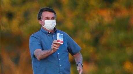 Bolsonaro defendeu uso de nebulização de hidroxicloroquina, que não tem comprovação científica