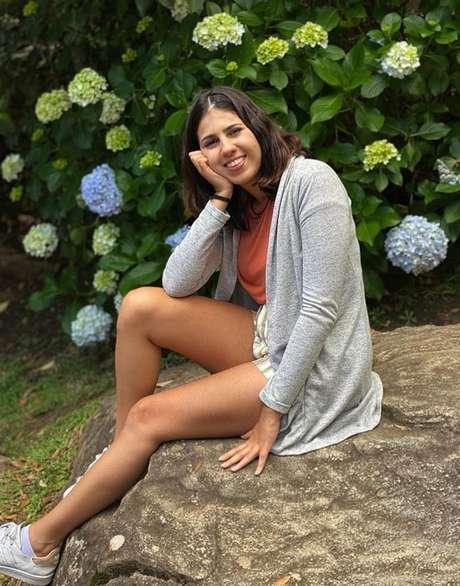 Larissa Spezani em foto recente, dois anos após acidente que a deixou em estado gravíssimo