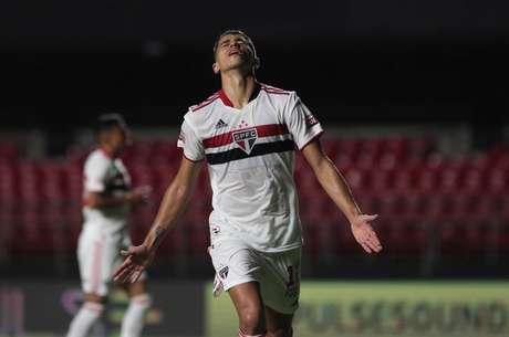 Vitor Bueno comentou sobre atuar como centroavante (Foto: Rubens Chiri/saopaulofc.net)