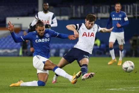 Everton e Tottenham duelam nesta sexta-feira (Foto: CLIVE BRUNSKILL / POOL / AFP)