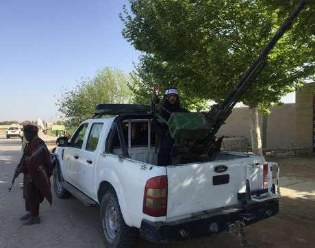 Morador disse à BBC que as pessoas ficam com medo de não obedecer ao Taleban