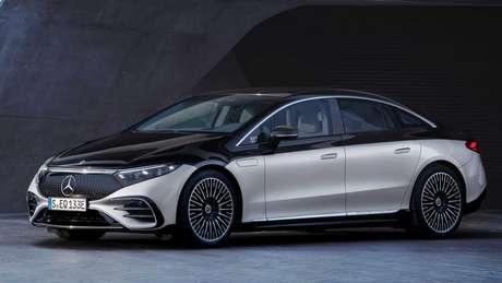 Mercedes EQS oferece autonomia de até 770 km e conta com suporte a carregamento rápido.