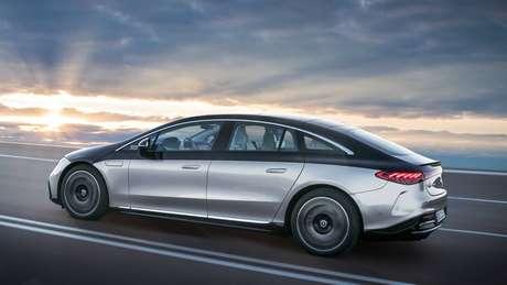 Mercedes EQS manteve perfil cupê e grande parte do visual do conceito EQS Vision de 2019.