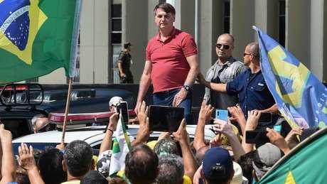 Presidente é criticado por participar e promover aglomerações durante a pandemia, como neste ato contra quarentenas em abril de 2020
