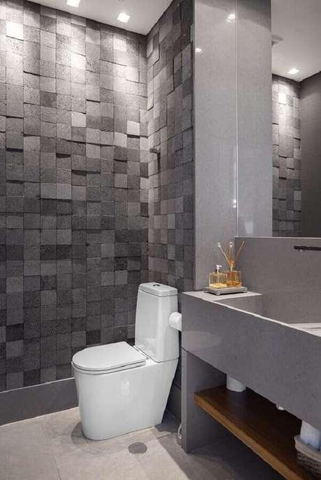 13. Banheiro moderno decorado com revestimento cinza escuro – Foto: Moran – Anders Arquitetura