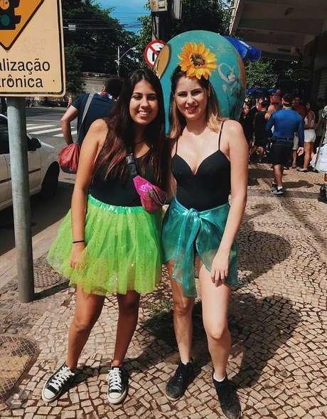 Larissa ao lado da irmã, Letícia: foto foi tirada no Carnaval de 2019, no dia anterior ao acidente
