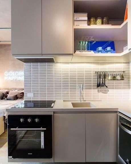48. Revestimento cinza claro para decoração de cozinha de canto planejada – Foto: Suite Arquitetos