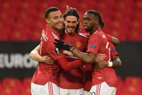 Cavani marcou na vitória do Manchester United (Foto: OLI SCARFF / AFP)