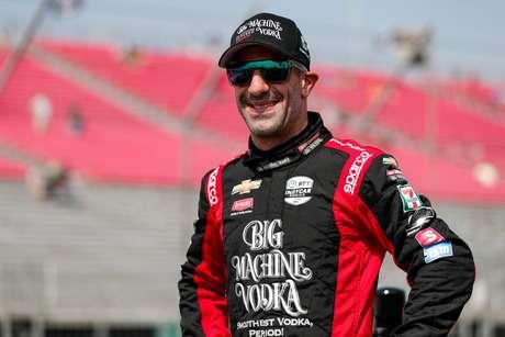 Tony Kanaan segue na Indy em 2021, mas vai também para a Stock Car