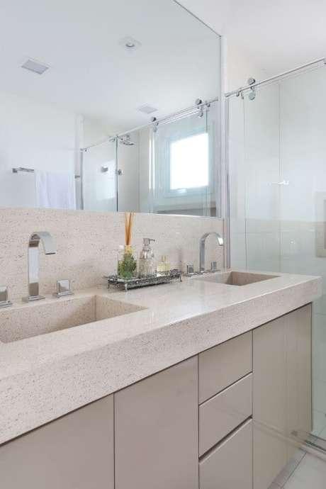 13. Banheiro com bancada de granito bege – Projeto de SP Estúdio