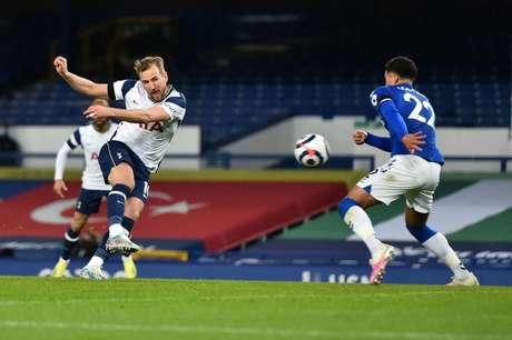 Harry Kane é o artilheiro do Campeonato Inglês (Foto: PETER POWELL / POOL / AFP)