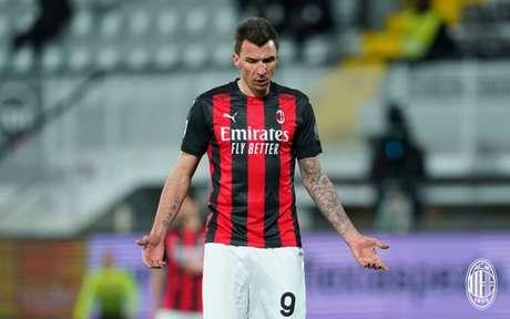 Mandzukic tem contrato somente até o fim da temporada, em junho (Foto: Divulgação / Site oficial do Milan)