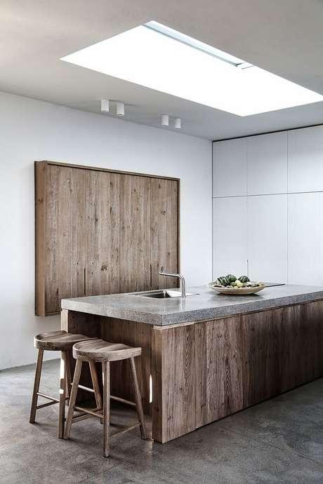 54. Cozinha madeira com bancada de granito cinza – Foto Archdaily