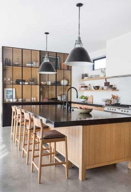 2. Cozinha decorada com bancada preta – Foto Pinterest