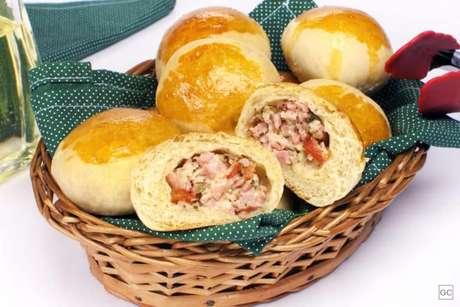 Guia da Cozinha - Pão de batata recheado saboroso e fácil