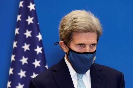 Secretário especial dos EUA para o Clima, John Kerry, em Paris 10/03/2021 REUTERS/Benoit Tessier