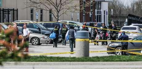 Autoridades em local de ataque a tiros em Indianápolis, nos EUA 16/04/2021 Michelle Pemberton-USA TODAY NETWORK via REUTERS