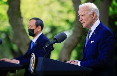 Presidente dos EUA, Joe Biden, e premiê japonês, Yoshihide Suga, em entrevista coletiva na Casa Branca 16/04/2021 REUTERS/Tom Brenner