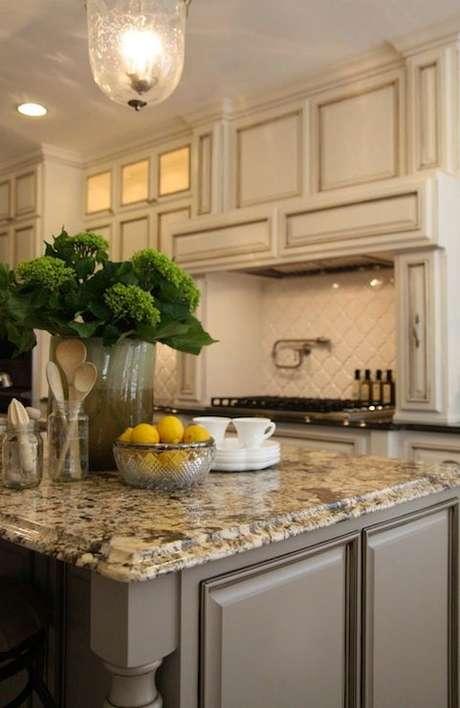 53. Cozinha com bancada de granito – Foto DecorPad