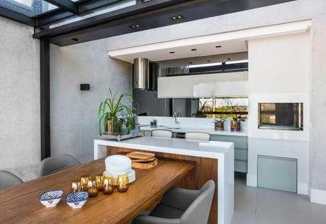 59. Cozinha com bancada de granito branca – Foto Leonardo Muller