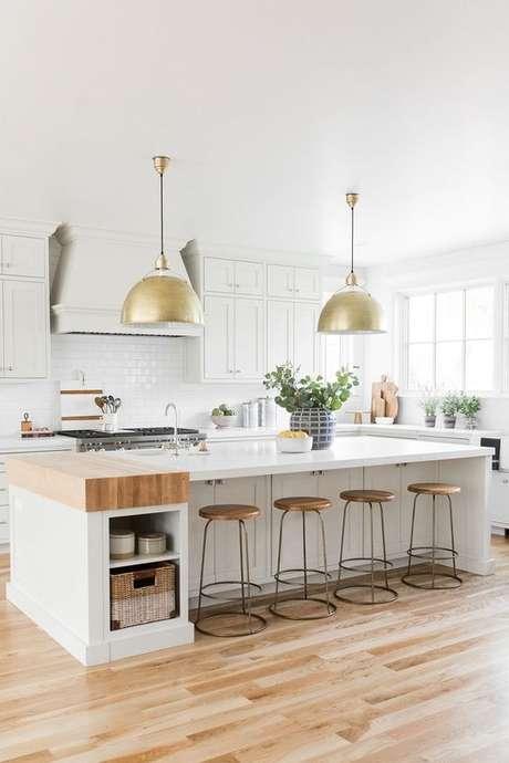 30. Bancada de granito para cozinha moderna – Foto Studio Mcgee
