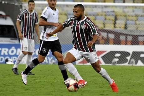 Após período se recuperando da Covid-19, Samuel Xavier estreou pelo Tricolor. (Foto: Lucas Merçon/FFC)