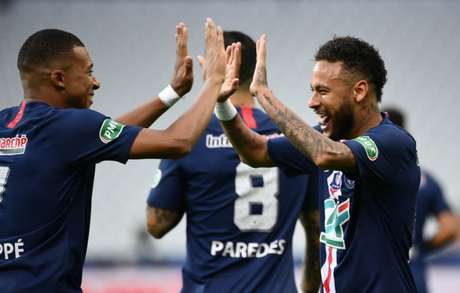 Neymar está suspenso e fora da partida. Mbappé deve jogar (Foto: FRANCK FIFE / AFP)