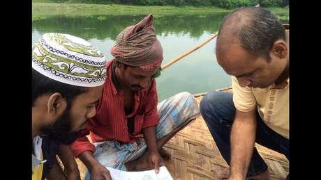 A equipe da Bengal Muslin contou com a ajuda de moradores locais na busca pela planta perdida