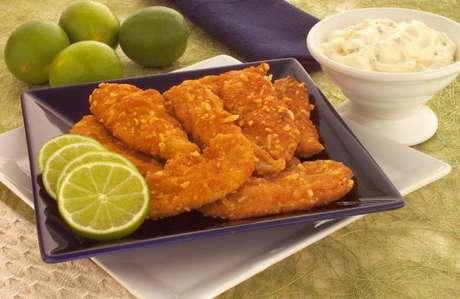 Guia da Cozinha - Iscas de frango empanado: opção de refeição fácil e rápida