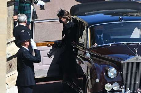 A duquesa de Cambidge, Kate, chega ao local do funeral