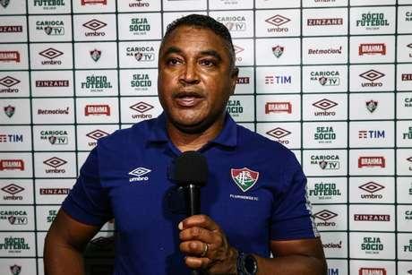 Roger Machado em coletiva após a vitória do Fluminense. (FOTO: LUCAS MERÇON / FLUMINENSE F.C.)
