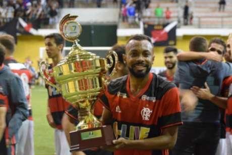 Chay com a camisa do Flamengo quando atuava no Fut7 (Foto: Divulgação)
