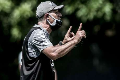 Ariel Holan deve poupar os titulares diante da Inter de Limeira (FOTO: Divulgação/ Twitter do Santos)