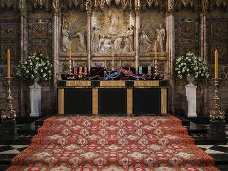Insígnias colocadas no altar da capela de São Jorge