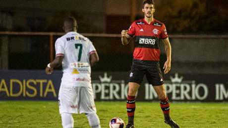 Contra a Lusa, com Gustavo Henrique e Rodrigo Caio, Fla voltou a sofrer 'gol precoce' (Foto: Alexandre Vidal / CRF)