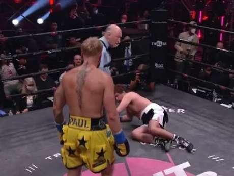 Jake Paul nocauteou o ex-UFC Ben Askren e segue invicto no Boxe (Foto: Reprodução/YouTube)