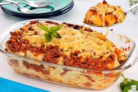 Guia da Cozinha - Nhoque à bolonhesa na travessa para o almoço de domingo
