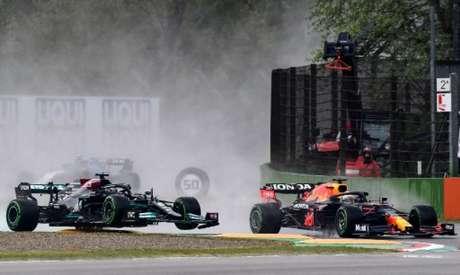 Max Verstappen assumiu a liderança logo na largada e não foi mais superado (Foto: Miguel MEDINA / AFP)