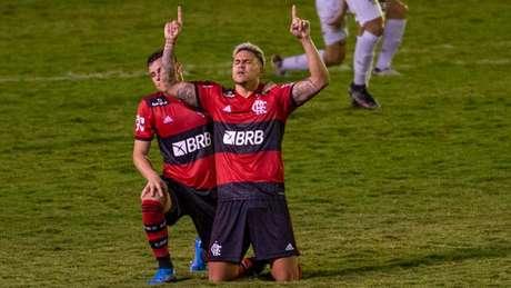 Pedro comemorando um dos gols contra a Portuguesa, no Luso-Brasileiro (Foto: Marcelo Cortes / Flamengo)