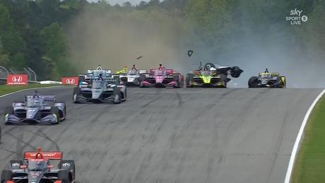 A Indy abriu 2021 com um grande acidente
