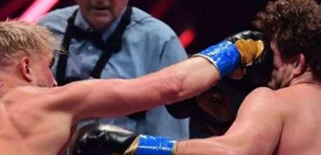 Logan acertou ex-UFC de forma contundente no inicio da luta (Foto: Reprodução/ Instagram)