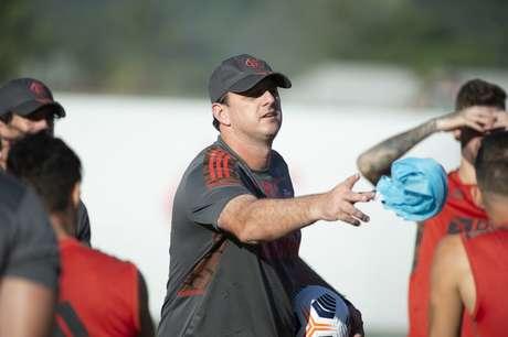 O técnico Rogério Ceni durante atividade no Ninho do Urubu (Foto: Alexandre Vidal/Flamengo)