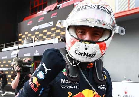 Max Verstappen vibra com a vitória no GP da Emília-Romanha