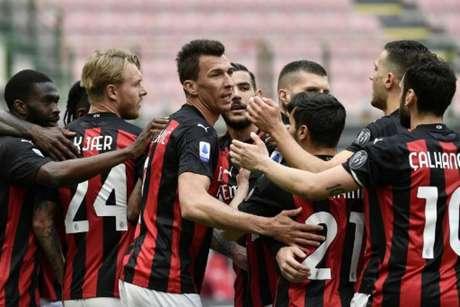 Milan venceu o Genoa (Foto: FILIPPO MONTEFORTE / AFP)